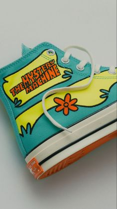 Aesthetic Shoes, Aesthetic Clothes, Girl Vintage Outfits, Mode Converse, Converse Shoes, Custom Converse, Scooby Doo, Hype Shoes, Fresh Shoes