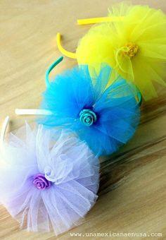 how to make deco mesh and flowers spring wreath Tulle Hair Bows, Hair Ribbons, Diy Hair Bows, Diy Bow, Diy Ribbon, Ribbon Crafts, Flower Crafts, Ribbon Bows, Diy Baby Headbands