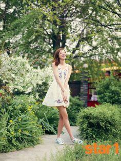 I like the dress! Korean Face, Korean Star, Korean Actresses, Actors & Actresses, South Korea Beauty, Han Ye Seul, Gong Hyo Jin, Lee Bo Young, Yoo Ah In