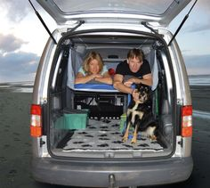 Die Sitzlehne nach hinten stellen? Es geht auch bequemer: Wer im Auto schlafen möchte, kann sich für wenig Geld ein bisschen Luxus gönnen. Sechs Beispiele für praktische Umrüstungen.