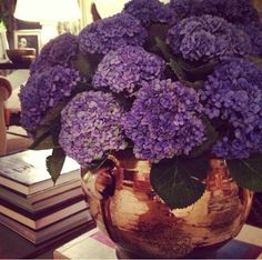 Aerin Lauder arrangement // purple blooms in copper #flowers