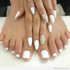 Love the toes.... not the pointy nails, though... I like square nails