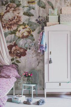 En blog post från Mokkasin som handlar om Faktiskt så började vi möblera om.. Det delar kategorien INSPIRATION - KIDSROOM, KIDS - Här berättar Mokkasin lite om Svarade med ett svagt hummande när Nomi bestämt sade att hon faktiskt inte gillar bruna möbler längre. Alldeles speciellt för att det har varit ett fasligt .