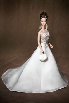 >Badgley Mischka Bride Barbie. Platinum Label.  RD:11/1/2004.  PC:B8946a.