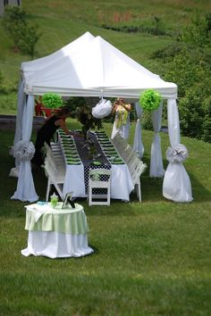 11 Magnolia Lane throws a baby shower with lime green and black and white polka dots.