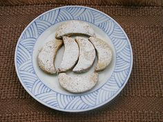 Walnut Crescents cookies (with butter, icing sugar and vanilla)