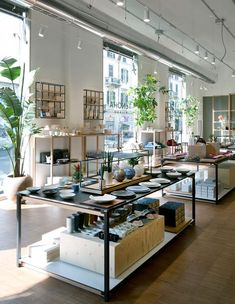 Italy is the birthplace of luxury design and the best interior designers. We've been inspired by Italian design for centuries, being the consistent Retail Interior, Best Interior, Visual Merchandising, Ceramic Cafe, Retail Store Design, Supermarket Design, Minimalist Room, Shops, Chula
