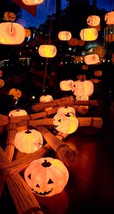 Samhain // Hallowe'en // Day of the Dead Retro Halloween, Spooky Halloween, Halloween 2020, Spirit Halloween, Holidays Halloween, Halloween Pumpkins, Halloween Crafts, Happy Halloween, Halloween Decorations