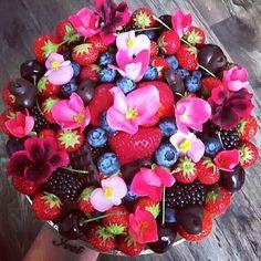 Jedna z mnohych ❤️❤️❤️. #ivetraw #trencin #picoftheday #cake #dessert #love #dreamjob #yummy #rawfood #foodporn #best #rawicko #birthdaycake #zdravesladkosti #my #vegan #veganeating #eat #eatclean #foodblogger #sugarfree #glutenfree #rawicko #fitness #mywork #fresh #fruit #health