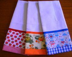 Panos de Prato com Barrado Dish Towels, Hand Towels, Patchwork Kitchen, Crochet Kitchen Towels, Fancy Hands, Fabric Storage Boxes, Towel Crafts, Miniature Quilts, Couture Sewing