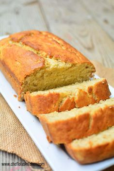 There are a whole lot of plantain recipes and one of them is the Plantain bread/Cake. This bread is delicious and very easy to put together. Plantain Cake Recipe, Plantain Bread, Plantain Recipes, Pan Dulce, Baked Plantains, Banane Plantain, Dessert Recipes, Gourmet Desserts, Easter Recipes