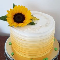Super Birthday Cake For Teens Ideas Ombre Cake, Sunflower Birthday Parties, Sunflower Party Themes, Sunflower Decorations, Sunflower Cakes, Sunflower Wedding Cakes, Yellow Sunflower, Sunflower Baby Showers, Mom Birthday