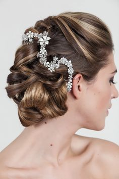 Absolutely stunning hair accessory.