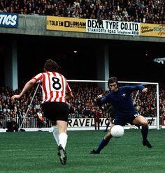 Sheffield Utd 1 Chelsea 0 in Sept 1971 at Bramall Lane. Action as Sheffield Utd push forward #Div1