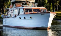 Chris-Craft Flybridge Motor Yacht in United States for sale Cruiser Boat, Cabin Cruiser, Chris Craft, Fishing Yachts, Fishing Boats, Classic Wooden Boats, Classic Boat, Offshore Boats, Shrimp Boat