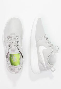 new product 515cb ad663 Nike Sportswear ROSHE TWO - Matalavartiset tennarit - gris clair   blanc -  Zalando.fi