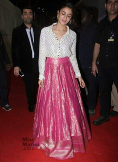 What Bollywood Divas Wore at the Umang Police Awards Designer Party Wear Dresses, Indian Designer Outfits, Indian Outfits, Pakistani Outfits, Long Skirt With Shirt, Long Skirt And Top, Skirt Fashion, Fashion Dresses, Fashion Styles