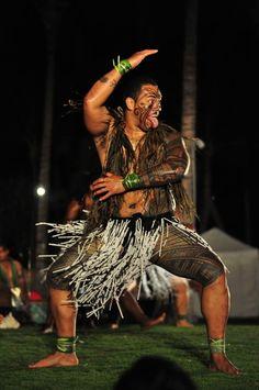 Maori or Samoan? Polynesian Men, Polynesian People, Polynesian Dance, Polynesian Culture, Art Maori, Maori People, Chris Garver, Samoan Tattoo, Maori Tattoos