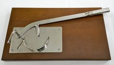 REMIDA su www.mirabiliashop.com l'apriostriche rapido e sicuro Acciaio inox su base in legno massello Apre sino a 25/30 ostriche al minuto!!! Ideale per ristoratori e per chi ha pub...