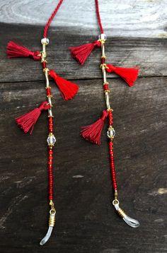 Beautiful DARK RED WINTERDREAM shadeloops with handmade tassels and beautiful pearls: * darkred cord * red, gold, brown Rope Jewelry, Beaded Jewelry, Jewelery, Handmade Jewelry, Beaded Bracelets, Eyeglass Holder, Bracelet Crafts, Eyeglasses, Creations