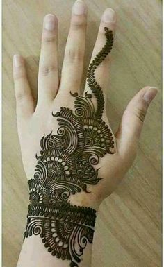 Mehndi Design Girls which is for especially for the younger girls and for this Festive Season and for also the wedding season. These are the best Mehndi Design Girls. Mehndi is an important part of our Culture. Henna Hand Designs, Simple Arabic Mehndi Designs, Mehndi Designs 2018, Beautiful Mehndi Design, Mehndi Designs For Hands, Henna Tattoo Designs, Tattoo Ideas, Hena Designs, Arabic Design