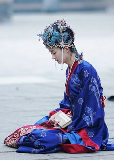 What will the legend of a concubine's daughter be like? Not really, Minglan is just an ordinary transmigrated girl who knows how to enjoy life as it is. Film China, China Mode, Zhao Li Ying, Beautiful Chinese Girl, Star Girl, Movie Costumes, Japanese Kimono, Japanese Geisha, Historical Costume