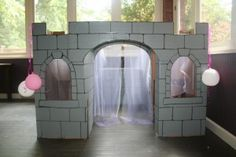 Build a princess castle out of boxes!! looks like a lot of work but totally cool!!