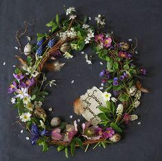 """2,392 kedvelés, 124 hozzászólás – @niki.at.the.cottage Instagram-bejegyzésének megtekintése: """"* It's the springtime of the year ~ the spring equinox * #acottagewreath #springcolourloving…"""""""