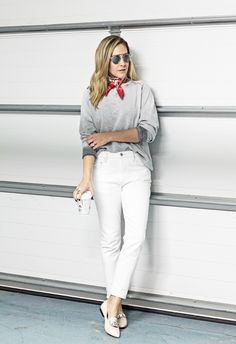 Blogger Style l The Style Martini: grey sweatshirt x white skinny jeans x nude flats x red silk neckerchief  #foulard