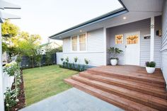 Simple and neat front garden on this renovated weatherboard house. See all the photos from this home renovation on the … Front Deck, House Front, House Yard, Front Porch, Home Renovation, Home Remodeling, Bathroom Renovations, Reno Rumble, Weatherboard House