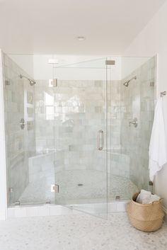 99 Amazing Farmhouse Master Bathroom Decor And Design Ideas Dream Bathrooms, Beautiful Bathrooms, Modern Bathroom, Master Bathrooms, Zen Bathroom, Concrete Bathroom, White Bathrooms, Luxury Bathrooms, Minimalist Bathroom