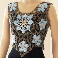 Doris Chan es una diseñadora que lleva años aportando innovaciones a las prendas y complementos de ganchillo. La suya es una de esas bonitas historias con final feliz que comienzan con su madre ens…
