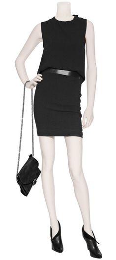 Outfit #11 Vestido negro sin espalda con cintura de piel de Neil Barrett, bolso de piel al hombro con cadena en color negro de la marca Iro, botines de piel en color negro con detalle de zipper Balmain.