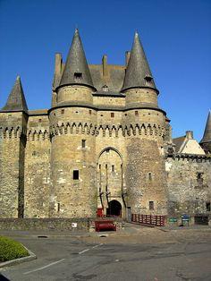 - Château de Vitré - Wikipedia, the free encyclopedia Chateau Medieval, Medieval Gothic, Medieval Fortress, Medieval Castle, Region Bretagne, Romanesque Architecture, Château Fort, Saint Michel, Castle Ruins