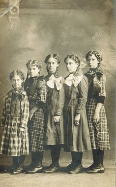 Sisters all in a row, early 20th century. This photo reminds me of my dad's five younger sisters born circa 1920-1930: Geneva, Ruth, Nina, Ina, and Helen.