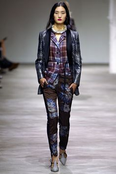 23 Best Dries Van Noten images Motedesign, Mote, stil  Fashion design, Fashion, Style
