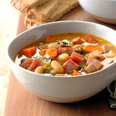 Ham and White Bean Soup Crockpot Recipes, Soup Recipes, Cooking Recipes, Chilli Recipes, White Bean Soup, White Beans, Classic Soup Recipe, Cheesy Cauliflower Soup, Sushi