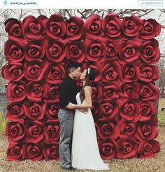 30 Unique and Breathtaking Wedding Backdrop Ideas - Two become one - Hochzeit Paper Flower Wall, Giant Paper Flowers, Diy Flowers, Wedding Flowers, Paper Roses, Diy Paper Flower Backdrop, Red Rose Wedding, Floral Backdrop, Diy Wedding Backdrop