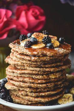 Favorite weekend breakfast in a healthy stack.Chia Oat Banana Pancakes (Vegan & Gluten Free) 169 calories per pancake. Makes 15 Gluten Free Breakfasts, Vegan Breakfast Recipes, Vegetarian Recipes, Healthy Recipes, Banana Oat Pancakes, Vegan Pancakes, Deli Sandwiches, Vegan Gluten Free, Gluten Free Recipes