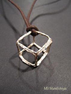 Cubo de plata adecuado para combinar con cuero o cable de acero. De