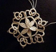 Beautiful cluny snowflake by Elisadusud of Fils et Dentelles