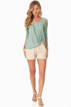 Beige Linen Shorts #womensshorts #flatteringshorts #shortsoutfits