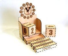 Calendario perpetuo con reloj corte del laser de calendario