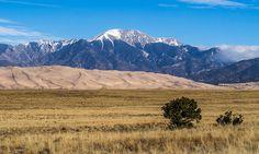Песчаные Дюны и горы Колорадо