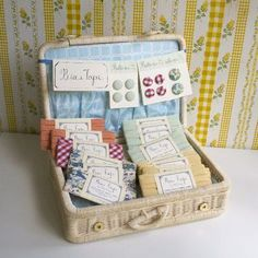 The simple picnic basket – This craft fair display idea can hold lots of product when you're traveling. Find a basket that will latch closed and can fit into your suitcase. Bring a hotel towel or two with you to the show to fold into the bottom. Craft Stall Display, Craft Booth Displays, Display Ideas, Booth Ideas, Card Displays, Booth Decor, Shop Displays, Just In Case, Just For You