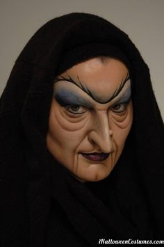 Halloween Costumes - Witch makeup (just an image, no instructions)