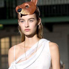 JOHN GALLIANO https://www.fashion.net/john-galliano  #johngallianoofficial #fashionnet #mode #moda #style #model #designers