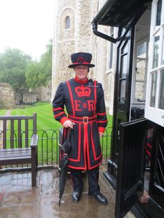 The Queens Personal Guard, Beefeater Chuah Tower, London, UK Dramatic Arts, Travel Memories, Wonders Of The World, Parisian, Places To Travel, Actors & Actresses, Britain, Queens, Tower