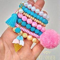 Mais um kit muito foto que está fazendo parte de nossos lançamentos 😍😍 Este sorvete colorido está um charme só , com cores lindas , delicadas , fazendo esta combinação perfeita 🌸🍦🍥 Espero que tenham gostado ❤ . _ Atacado e varejo ! Para compras entre com contato pelo whats app 27999437380 link na bio ! #acessoriosinfantil #acessoriosdeluxo #acessoriosinfantisdeluxo #acessóriosinfantis #acessórios #meninas #mamaedemeninas #babygirl🎀 #baby #acessoriosatacado #acessoriosdemenina Diy Crafts Jewelry, Kids Jewelry, Jewelry Making Beads, Bead Crafts, Kids Bracelets, Handmade Bracelets, Handmade Jewelry, Beaded Tassel Necklace, Beaded Jewelry