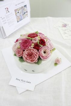 The ROSY RICE CAKE is made of bean paste and only natural food color powder. Flower cake. Rice cake. Insta : HLOJTH   http://blog.naver.com/rosyrice